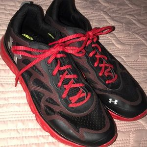 Mens Under armor tennis shoes